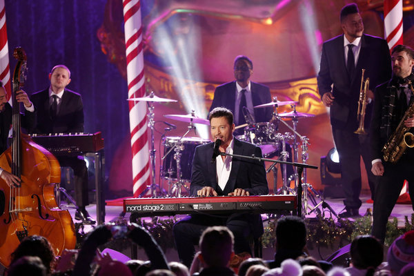 CHRISTMAS IN ROCKEFELLER CENTER -- Pictured: Harry Connick Jr. performs during the 2017 Christmas In Rockefeller Center  -- (Photo by: Eric Liebowitz/NBC)