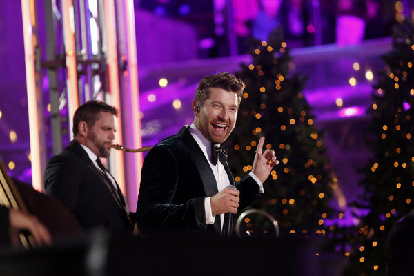 CHRISTMAS IN ROCKEFELLER CENTER -- Pictured: Brett Eldredge performs during the 2017 Christmas In Rockefeller Center  -- (Photo by: Eric Liebowitz/NBC)