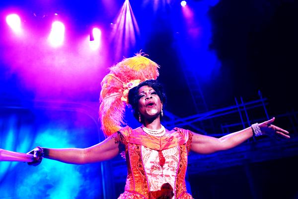 Tanesha Gary stars as Medda Larkin