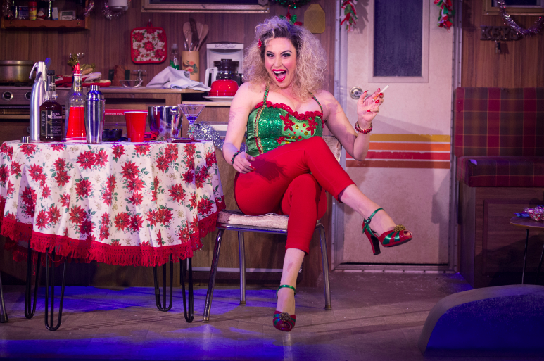BWW Review:  Lesli Margherita's a Riot in Matthew Lombardo's Grinch Spoof WHO'S HOLIDAY
