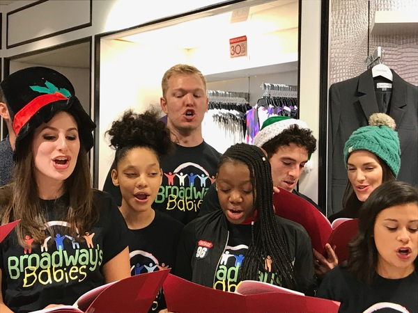 Photo Flash: Stage Couple Jarrod Spector and Kelli Barrett Carol for Broadway's Babies at Macy's