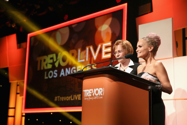 Honoree Kristin Chenoweth accepts the Icon Award from Carol Burnett