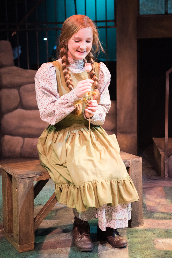 Katie Maupin as Mary Lennox