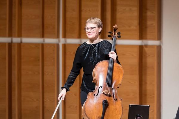 Cellist Kajsa William-Olsson takes the stage Photo