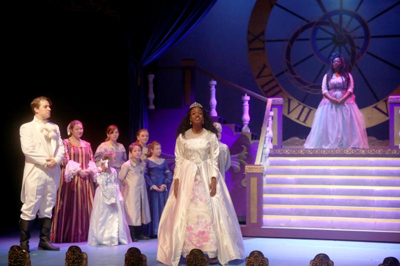 BWW Review: CINDERELLA: AN OUTRAGEOUS FAIRY TALE at Birmingham Children's Theatre is Pure Magic