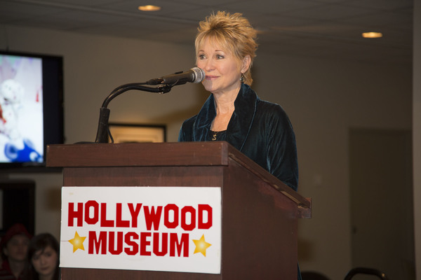 Dee Wallace offers students inspiration and gifts