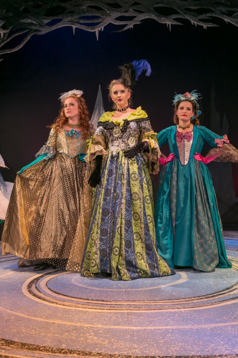 BWW Review:  CINDERELLA: A HOLIDAY MUSICAL at The Growing Stage Dazzles