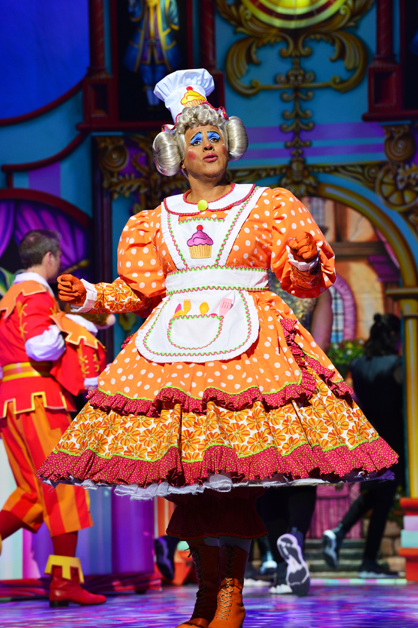 Photo Flash: First Look at Charlie Stemp, Elaine Paige and More in DICK WHITTINGTON at the London Palladium