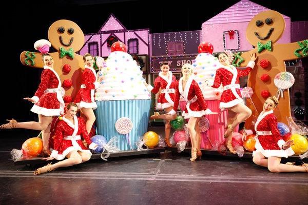 BWW Review: CHRISTMAS WONDERLAND Bright Bold and Merry  Thru Dec 17
