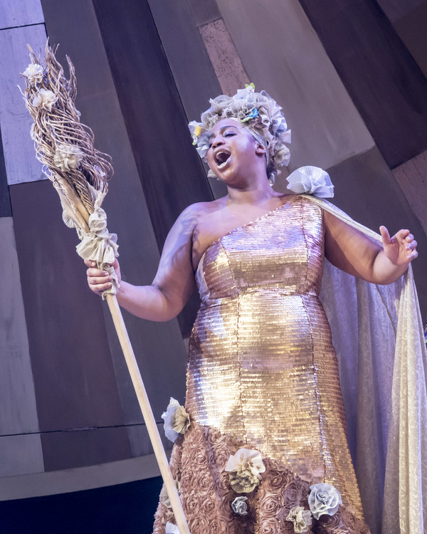 Sophia Nomvete as Glinda the Good Witch