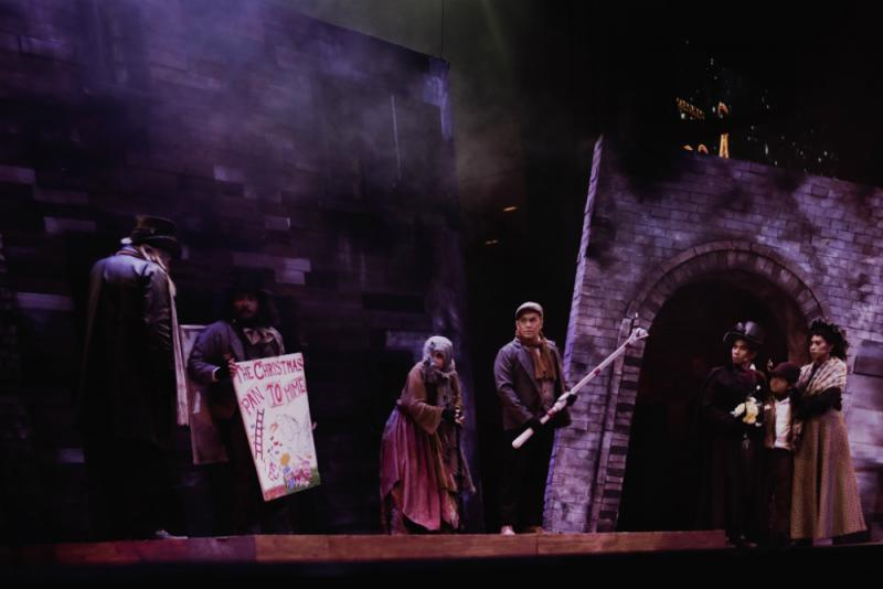 BWW Review: A CHRISTMAS CAROL Is Big-Hearted In Many Aspects