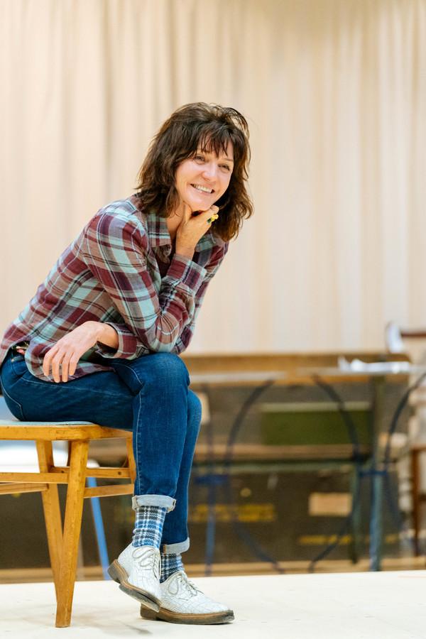 Michelle Fairley (Cassius)