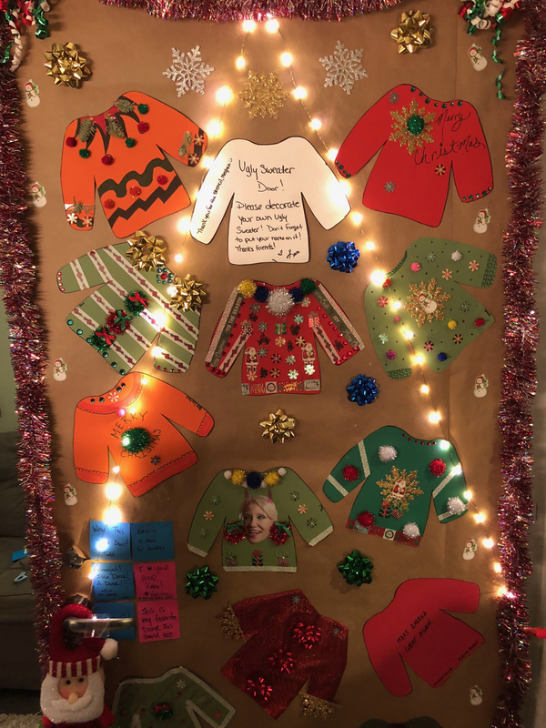 Photo Flash: BEAUTIFUL Holds a Holly Jolly Dressing Room Decorating Contest