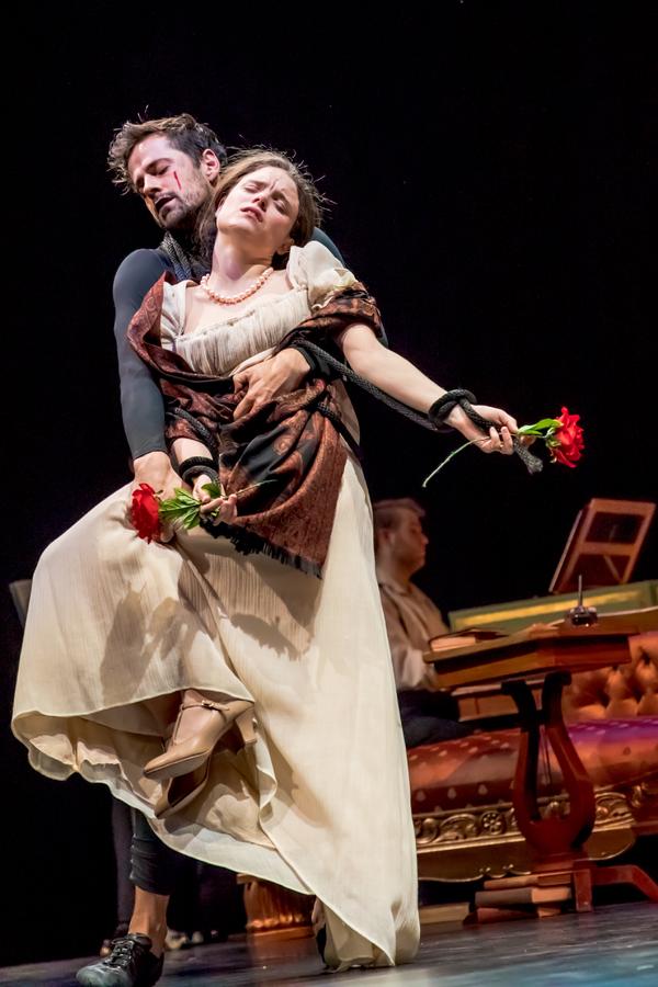Robert Fairchild and Mia Vallet