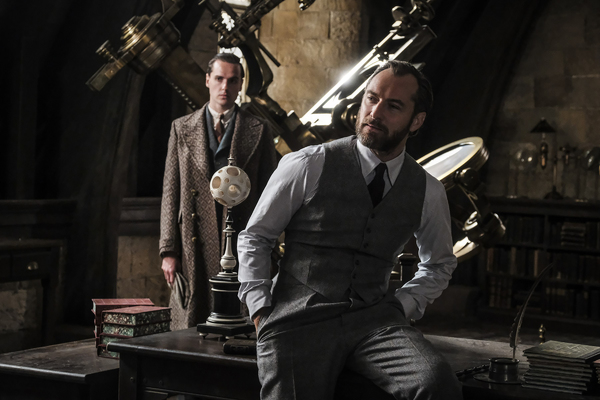 """(Front) JUDE LAW as young Albus Dumbledore in Warner Bros. Pictures' fantasy adventure """"FANTASTIC BEASTS: THE CRIMES OF GRINDELWALD,"""" a Warner Bros. Pictures release. Photo by Jaap Buitendijk"""