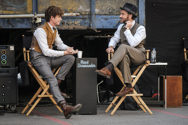 "(L-R) JUDE LAW and EDDIE REDMAYNE behind the scenes on Warner Bros. Pictures' fantasy adventure ""FANTASTIC BEASTS: THE CRIMES OF GRINDELWALD,"" a Warner Bros. Pictures release. Photo by Jaap Buitendijk"