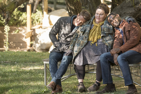 "THIS IS US -- ""The Fifth Wheel"" Episode 211 -- Pictured: (l-r) Justin Hartley as Kevin, Chrissy Metz as Kate, Sterling K. Brown as Randall -- (Photo by: Ron Batzdorff/NBC)"
