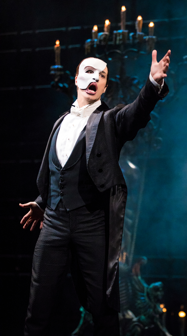photo flash new man in the mask first look at laird mackintosh in the phantom of the opera. Black Bedroom Furniture Sets. Home Design Ideas