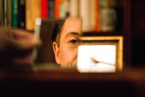 Pictured (L-R) Alan Cumming as Dr. Dylan Reinhart Photo: Jonathan Wenk /CBS © 2017