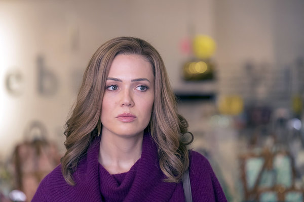 "THIS IS US -- ""Clooney"" Episode 212 -- Pictured: Mandy Moore as Rebecca -- (Photo by: Ron Batzdorff/NBC)"