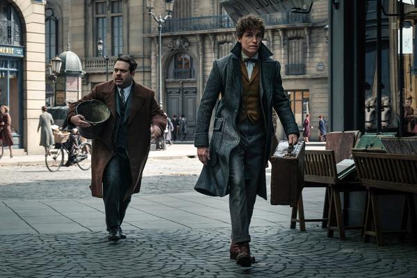 "(L-R) DAN FOGLER as Jacob Kowalski and EDDIE REDMAYNE as Newt Scamander in Warner Bros. Pictures' fantasy adventure ""FANTASTIC BEASTS: THE CRIMES OF GRINDELWALD,"" a Warner Bros. Pictures release.  Photo by Jaap Buitendijk"
