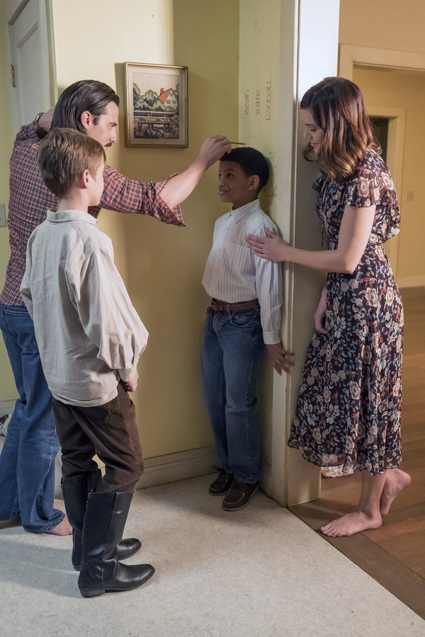 "THIS IS US -- ""That'll Be The Day"" Episode 213 -- Pictured: (l-r) Parker Bates as Kevin, Milo Ventimiglia as Jack, Lonnie Chavis as Randall, Mandy Moore as Rebecca -- (Photo by: Ron Batzdorff/NBC)"