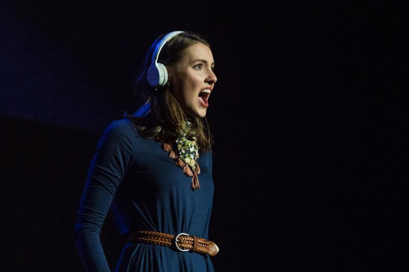 BWW Review: ONCE at the Warner Theatre
