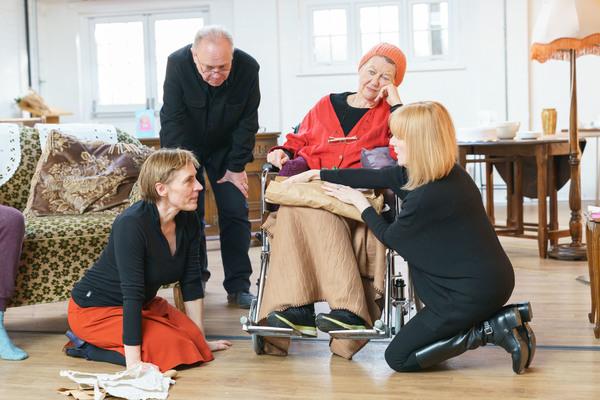 Saskia Reeves (Katherine), Jonathan Coy (Geoffrey), Sandra Voe (Ida) & Wendy Nottingham (Margaret)