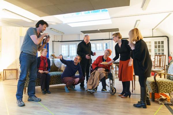 Tim Dutton (Douglas), Marjorie Yates (Mrs Jackson), Leo Bill (Michael), Jonathan Coy (Geoffrey), Sandra Voe (Ida), Saskia Reeves (Katherine) & Wendy Nottingham (Margaret)