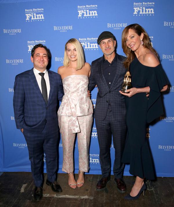 Moderator Scott Feinberg, actress Margot Robbie, director Craig Gillespie and actress Allison Janney pose