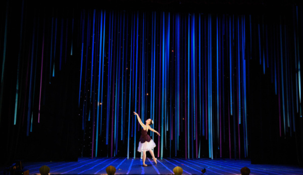 Liza (Christina Nastopoulos) lands in Neverland and meets the fairies.