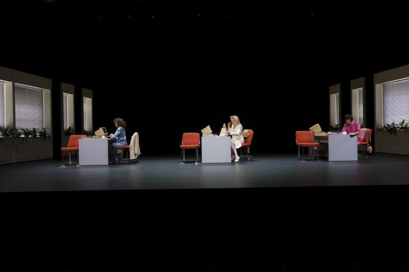 BWW REVIEW: The Balance Between Career and Caring Is Contemplated in TOP GIRLS
