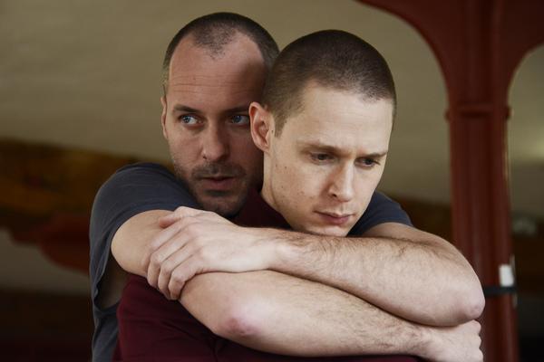 Declan Bennett (Valentin), Samuel Barnett (Molina) Photo