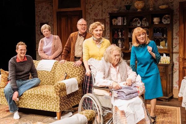 Leo Bill (Michael), Marjorie Yates (Mrs Jackson), Jonathan Coy (Geoffrey), Saskia Reeves (Katherine), Sandra Voe (Ida), Wendy Nottingham (Margaret)