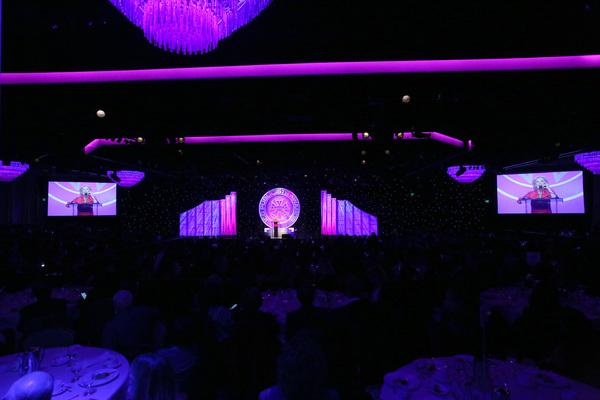Cloris Leachman presents Lifetime Achievement Award onstage at the 55th Annual ICG Pu Photo
