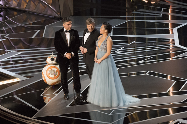BB-8, OSCAR ISAAC, MARK HAMILL, KELLY MARIE TRAN Photo