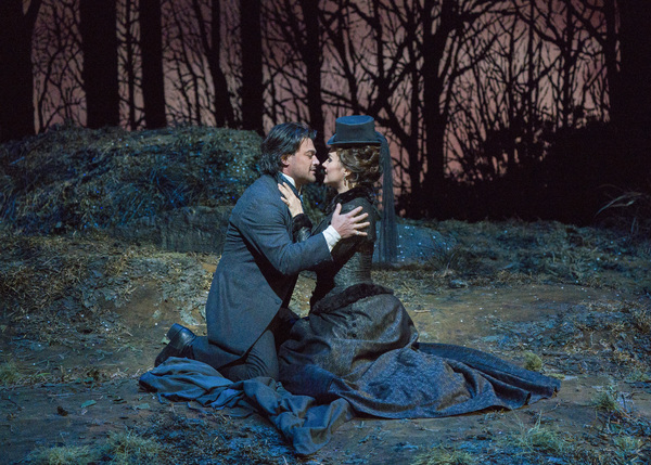 Photo Flash: First Look At Lucia di Lammermoor at The Met