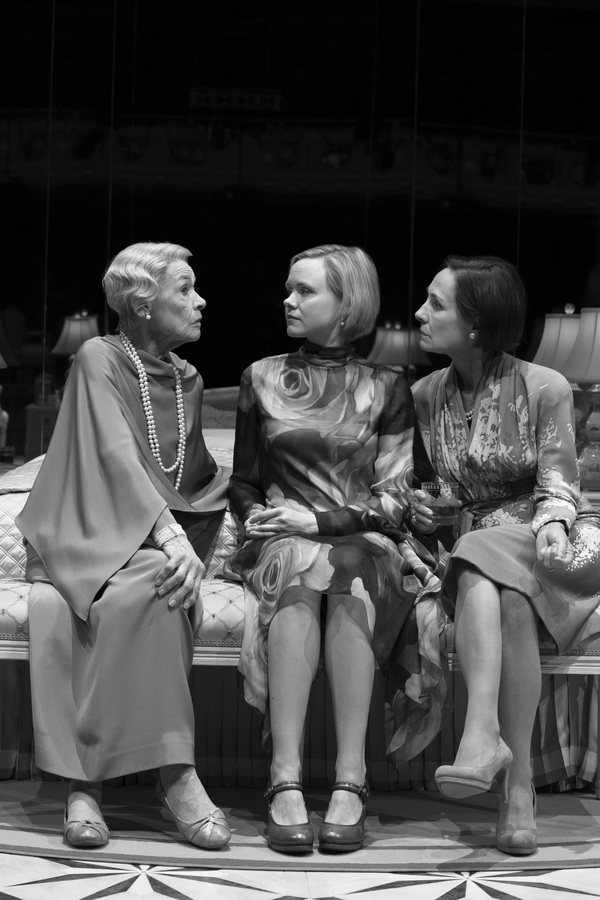 Photo Flash: First Look at Glenda Jackson, Laurie Metcalf, and Alison Pill in THREE TALL WOMEN on Broadway!