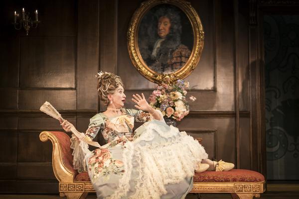 Haydn Gwynne (Lady Wishfort)