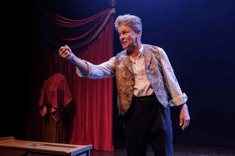 BWW REVIEW: H.G. Wells' Original Time Travel Story Is Retold In A One Man Show Of THE TIME MACHINE.