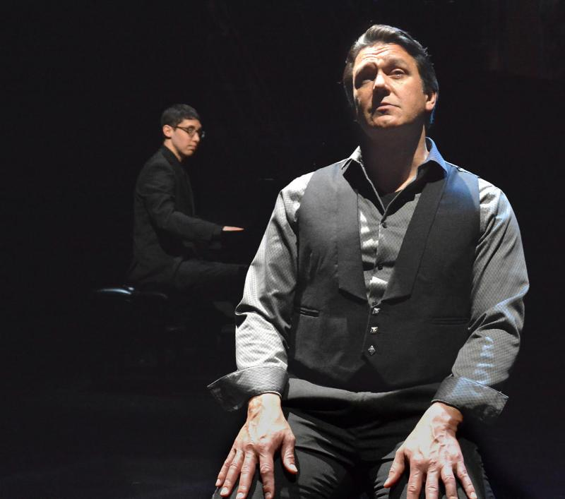 BWW Review: Nathan Gunn Aims High with FLYING SOLO at the Laguna Playhouse