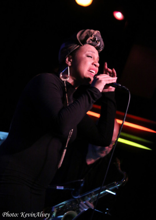Shayna Steele Photo