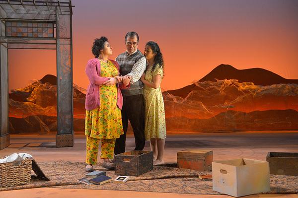 Denmo Ibrahim as Fariba, Barzin Akhavan as Babi, and Nadine Malouf as Laila