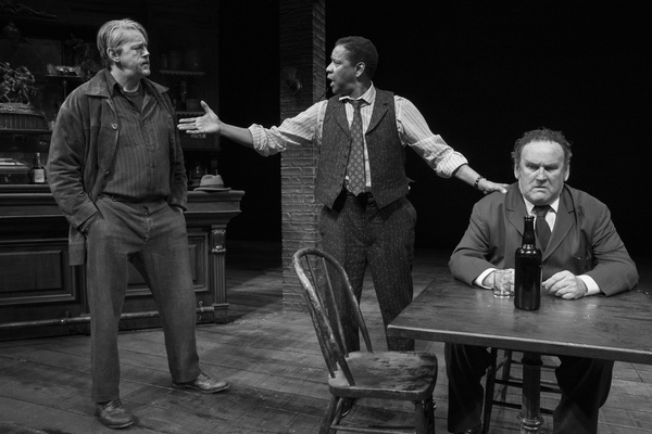 David Morse, Denzel Washington, and Colm Meaney in THE ICEMAN COMETH Photo