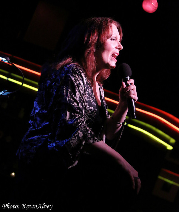 Photo Coverage: Maureen McGovern Takes the Stage at Birdland