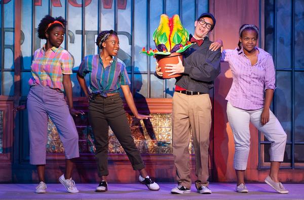 Na'Chele Scott (Ronnette), Drew Johnson (Chiffon), Bob Murrell (Seymour) , Christina  Photo