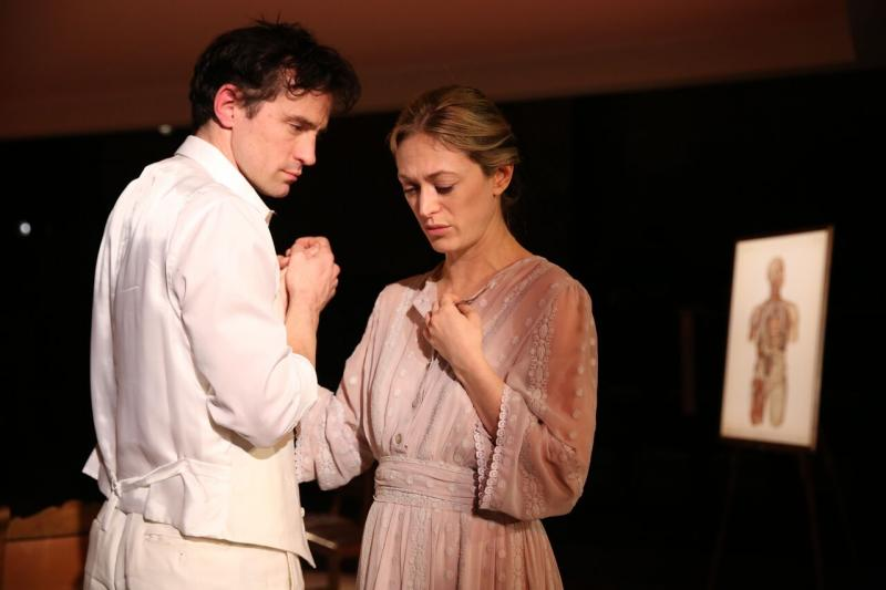 BWW Review: Marin Ireland Delivers a Must-See Performance in Tennessee Williams' SUMMER AND SMOKE