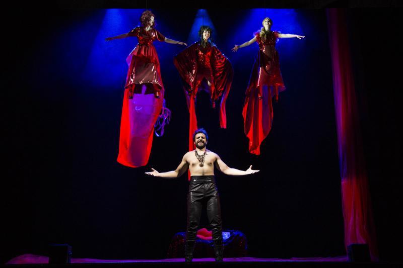 BWW Review: I giovani performer della BSMT volano al Duse con Le streghe di Eastwick