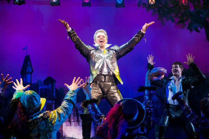BWW Review: Egg-spressive Brothers Cook Up SOMETHING ROTTEN for Elizabethan Stage