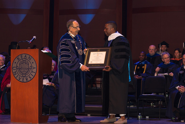 Photo Flash: Leslie Odom Jr. Receives Honorary Doctorate from Kean University